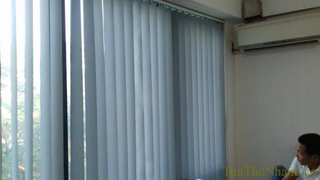 rèm lá dọc cũng được nhiều khách hàng lựa chọn cho phòng tiếp khách của mình.