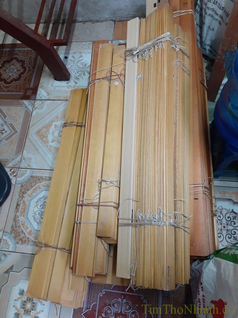 rèm gỗ đã qua sử dụng để trong kho sắn sáng lắp lại cho khách cần