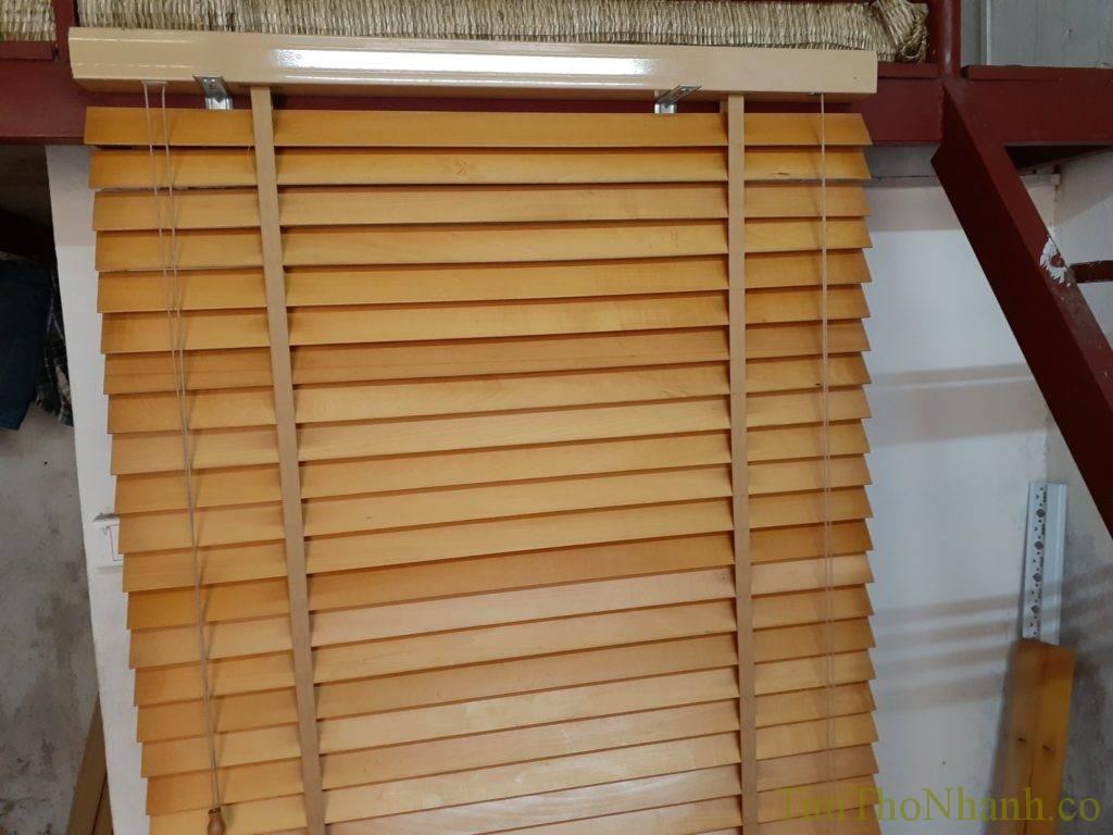 rèm gỗ được chúng em thay toàn bộ dây mới và vệ sinh rèm giá 150.000/bộ