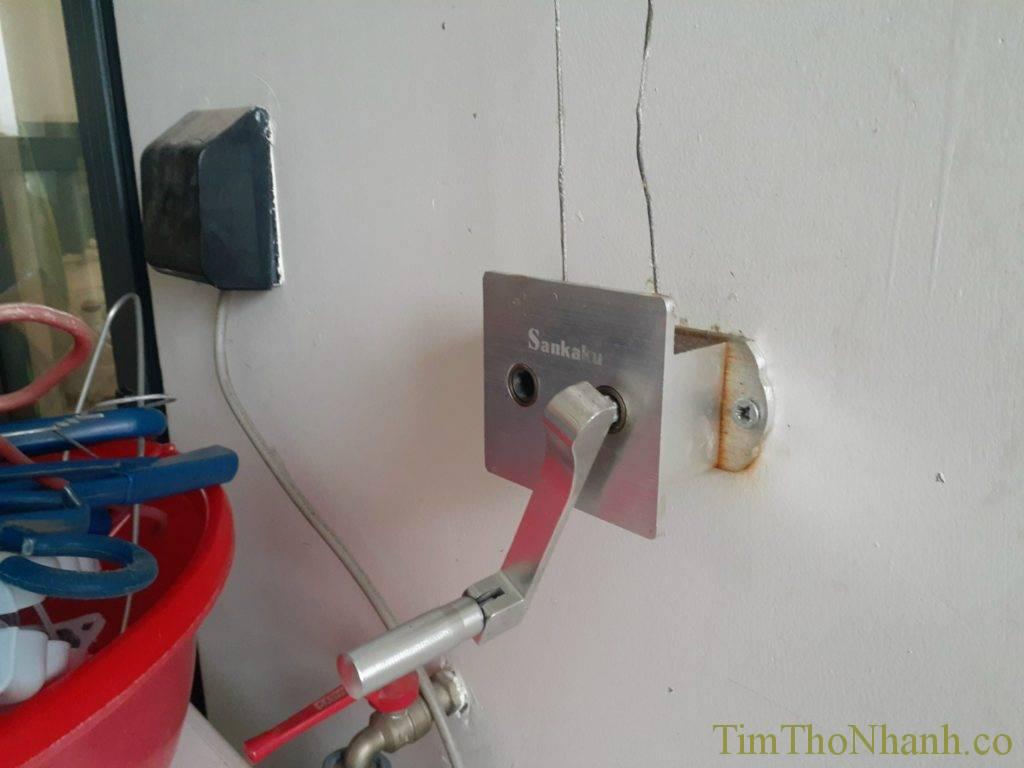 Thay dây cáp giàn phơi hỏng dây cáp giá 250k/2 dây